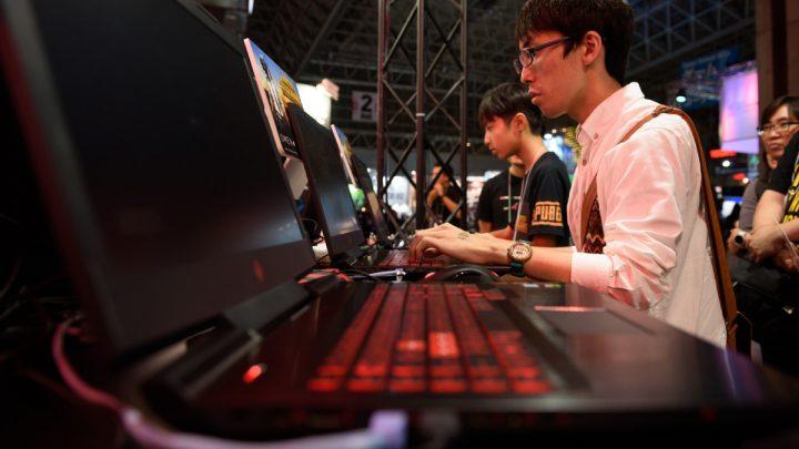 China restringe a menores de edad a jugar online máximo de 3 horas a la semana